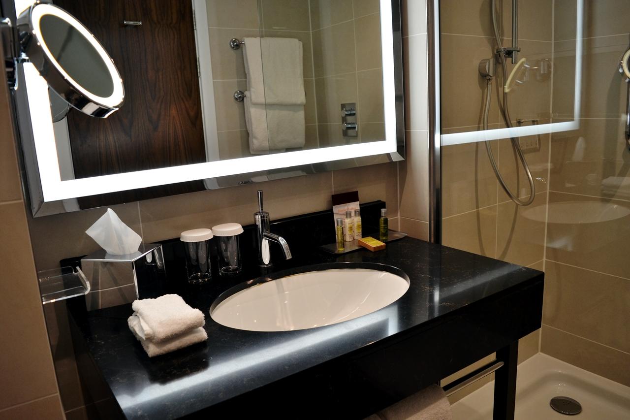 bathroom doubletree hilton