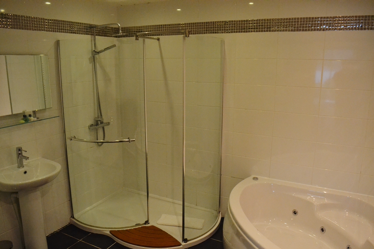 beech hill hotel jacuzzi bath bathroom