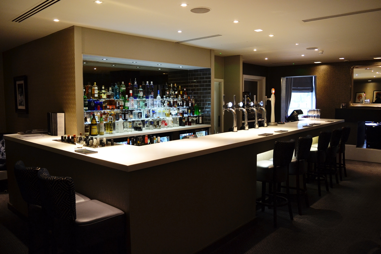 doubletree chester bar area