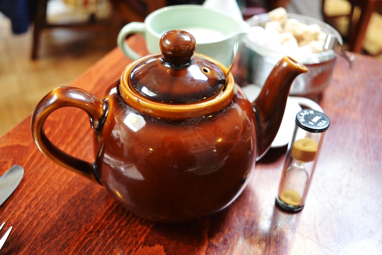 teapot fourteas room themed cafe