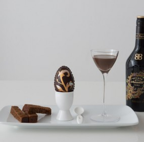 Baileys Chocolat Luxe Easter Egg - Serve and bottle
