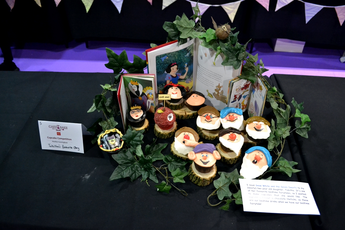 cake and bake show event city manchester 2016 snow white cake