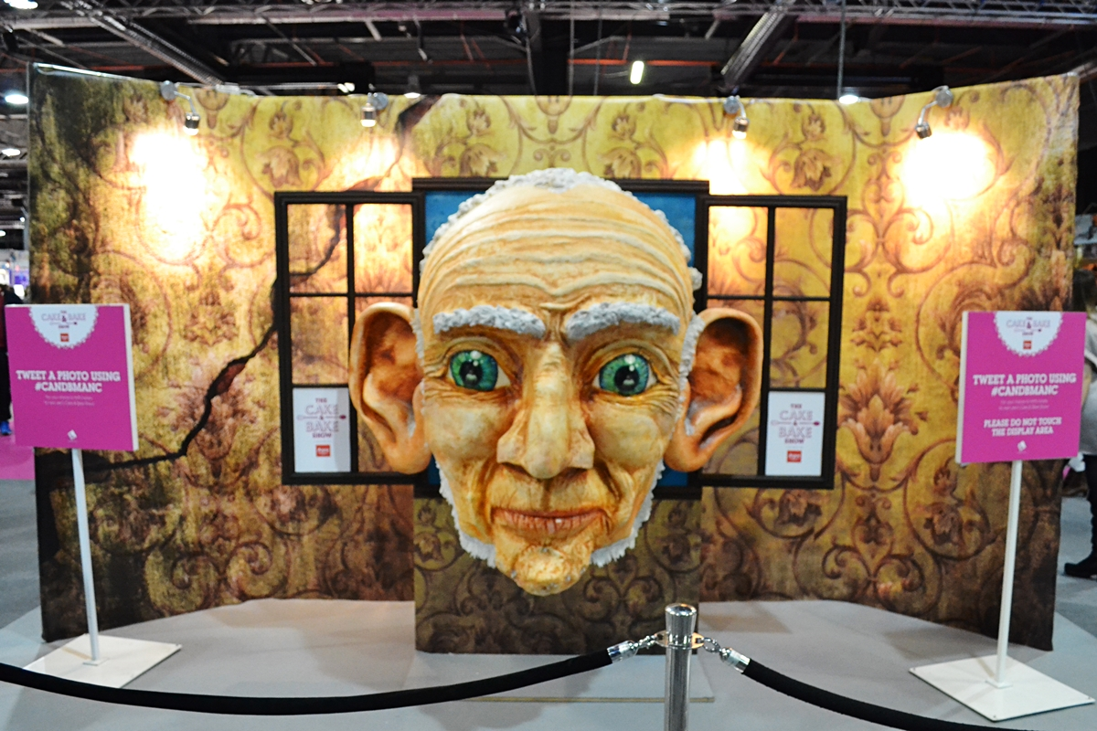 cake and bake show event city manchester 2016 BFG giant cake