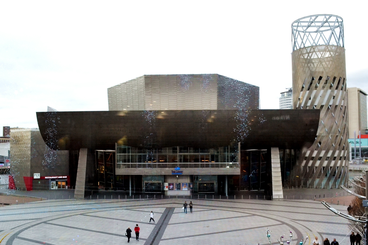 the lowry theatre salford quays