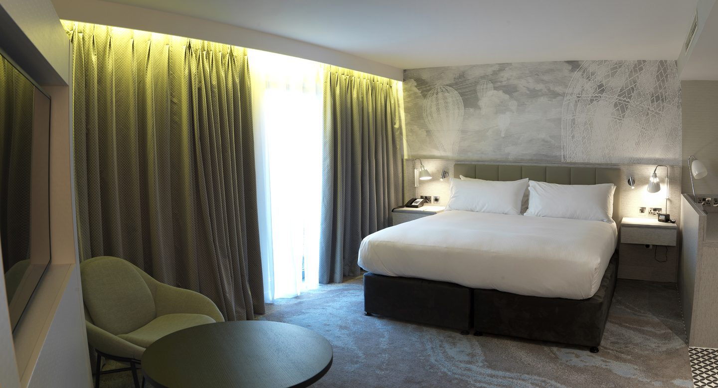 DoubleTree by Hilton Chester - bedroom kingsize