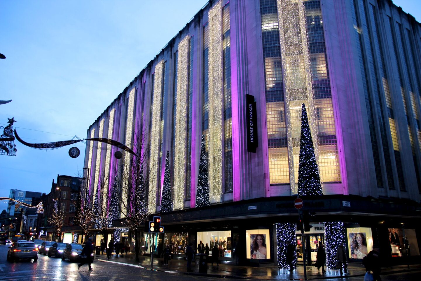 With over stores to explore, Manchester Arndale is the city's No 1 fashion destination. Fashion in every flavour From fashion-forward high street brands and boutiques to a tempting range of restaurants and cafes, Manchester Arndale is the perfect venue for shoppers with taste.